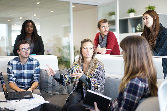 Hacer pausas de reflexión individual mejora la inteligencia colectiva